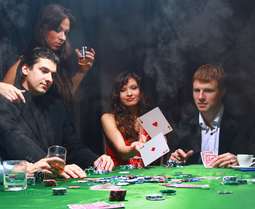 Entertain yourself by playing casino games at online